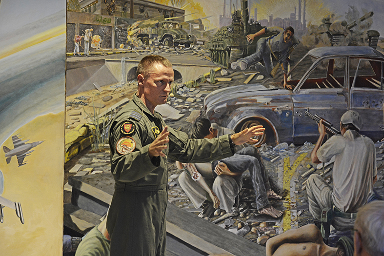Jagerpilot Kim Holst fortæller hvad mødet med kunsten i krigen har betydet for ham. Performativ debat med publikum om kunst og krig på Aalborg Museum for moderne kunst, KUNSTEN. September 2017. Foto: Kunsten.